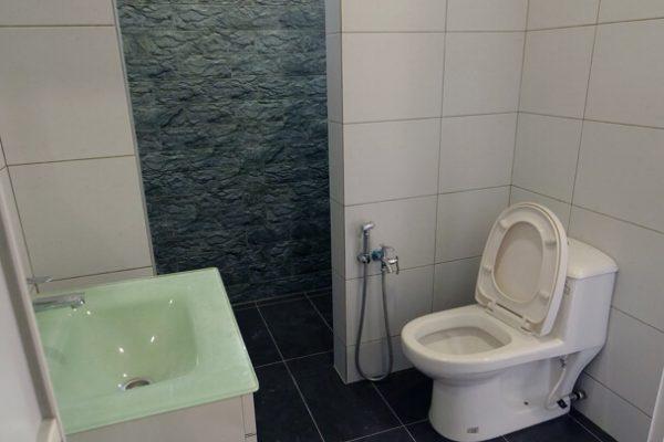 27. bathroom 2